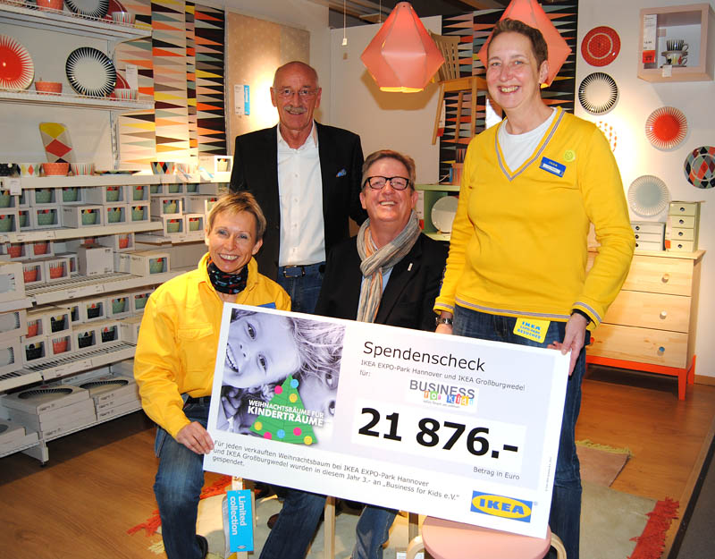 Ikea Scheckübergabe Jamedia 2014 Business for Kids